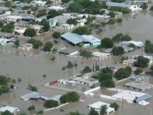 La ciudad quedó inundada debido al desbordameinto del río Salado