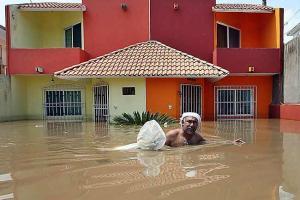 Casas inundadas por la Tormenta Karl